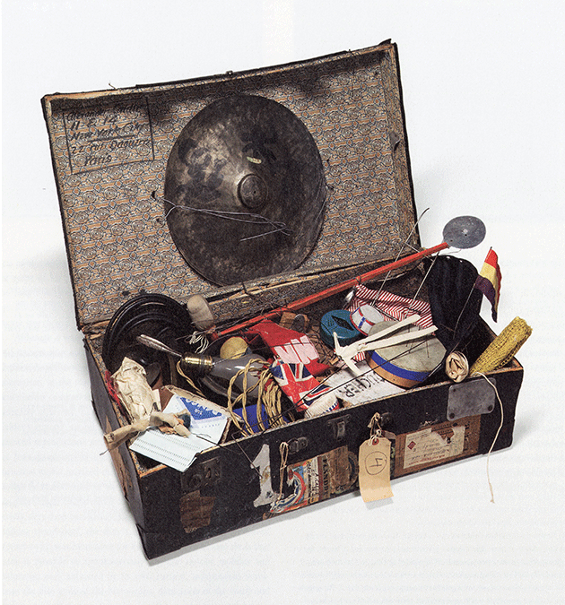 Suitcase filled with elements from Calder's Circus. © Whitney Museum of American Art, New York. Photo Sheldan C. Collins.