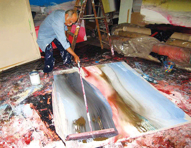 Ed Clark in his studio (Photo by An Liping).