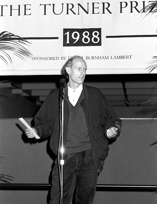 Tony Cragg receiving the Turner Prize in 1988