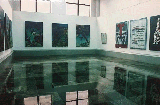 Exhibition view of Chinese Fine Arts in the 1990s: Experiences in Fine Arts in China, at the Sichuan Art Museum in 1993