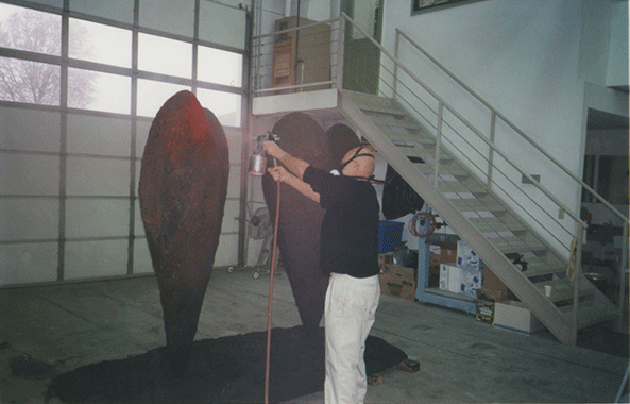 Jim Dine painting Twin 6' Heart. © 2021 Jim Dine/Artist Rights Society (ARS), New York. Photo courtesy the artist