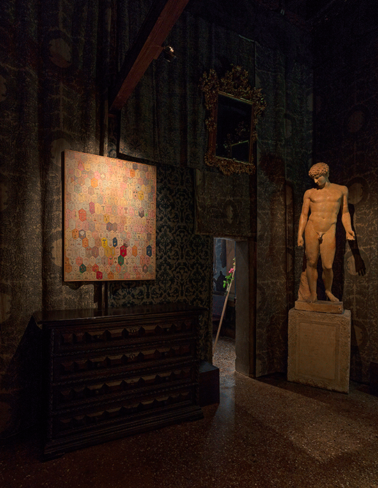 Installation shot: Venice, Palazzo Fortuni, Quand fondra la neige où ira le blanc, 4 June - 10 October 2016. Alighiero Boetti, Faccine. Image: © Antonio Maniscalco