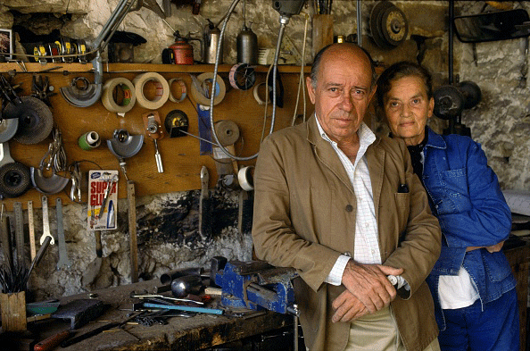 French sculptors François-Xavier and Claude Lalanne in their workshop in Ivry, September 16, 1991. Getty Images.