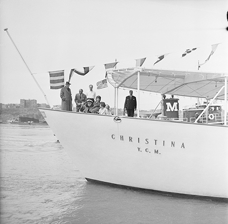 [left] Winston Churchill and Aristotle Onassis arriving on the Christina. Image: Bettmann / Getty Images